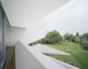 5-Modern-balcony-600x470