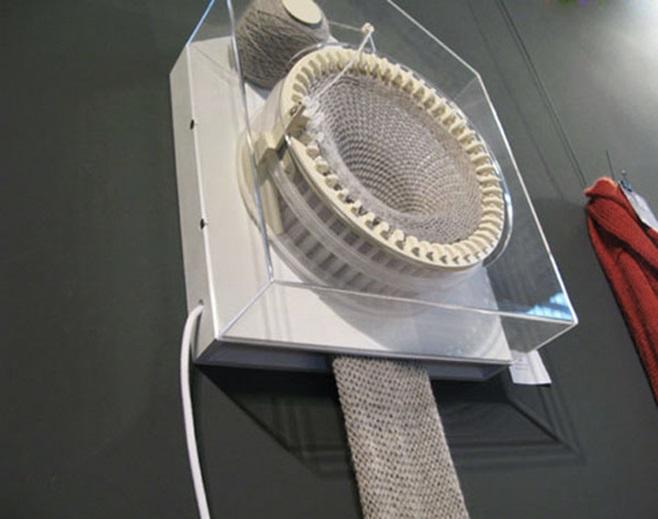 Clock that knits 5