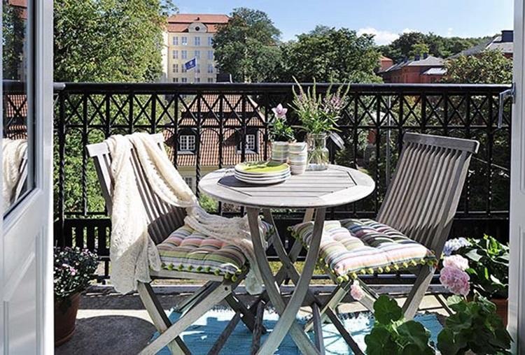 Small balcony design ideas 47