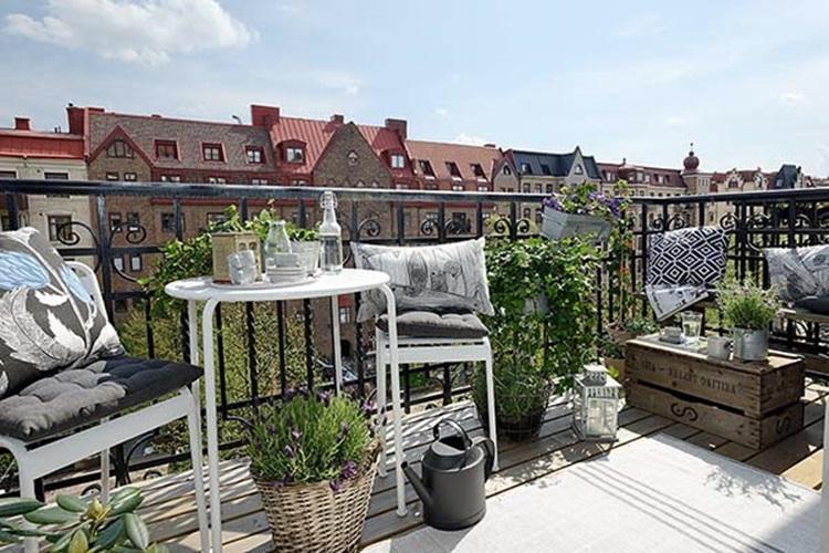 Small balcony design ideas 48