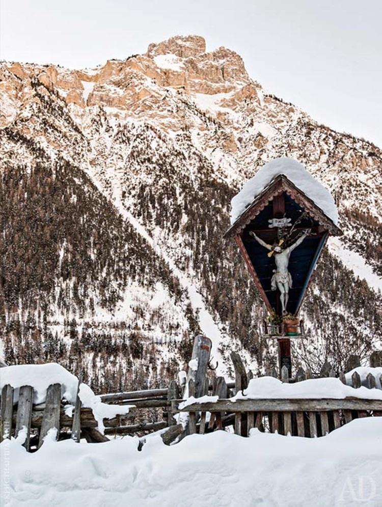 Modern Mountain Chalet 8